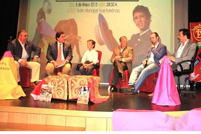 Paco Brenes, Tomás Campuzano, Calerito. Espartaco padre, Juan Luis Rodríguez ('Desde le tendido' de Zafra) y Francisco Mateos.