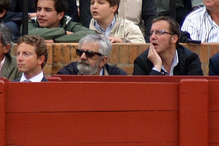 También ha asistido el empresario Eduardo Canorea; ha permanecido en su burladero la novillada entera.