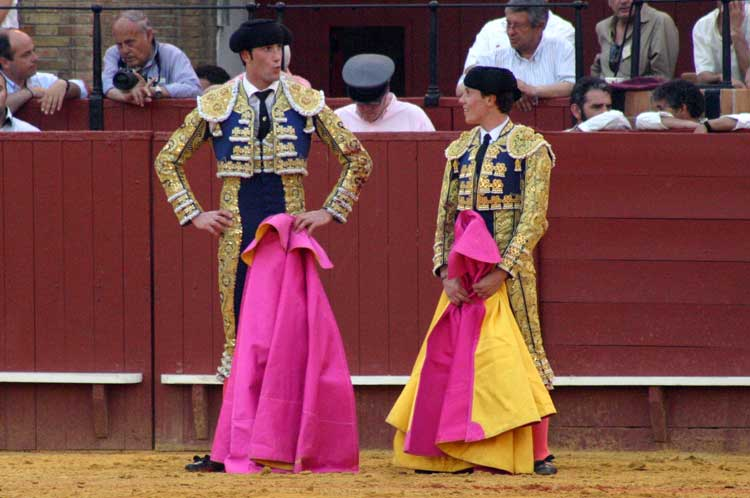 Uno cortó una oreja y el otro se dejó ir un novillo 'de cortijo'... Si es que hay que tener hechuras de torero...