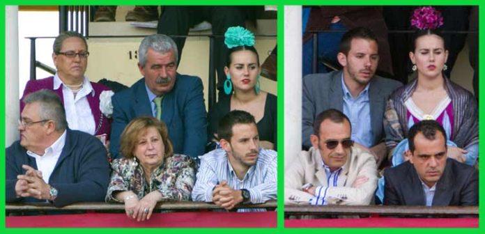 A la izquierda, en segunda fila de balconcillo, Luis Partida -en el centro- acompañado de su mujer y su hija en el 'Palco de Convite', con pases de la Junta. A la derecha, en foto de otro día, en primera fila con gafas de sol, Francisco Luque, marido de la delegada Carmen Tovar, y tras él, de nuevo la hija de Luis Partida con un acompañante. (FOTO: Paco Díaz/toroimagen.com)