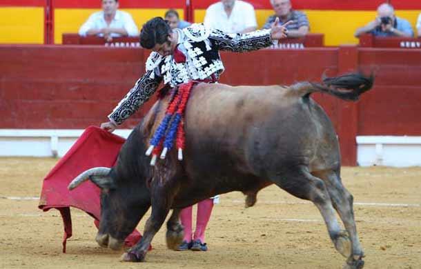 Morante en la faena al cuarto. (FOTO: Antonio Vigueras/mundotoro.com)