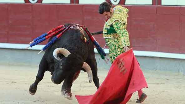 Muletazo de Morante esta tarde en Las Ventas. (FOTO: las-ventas.com)