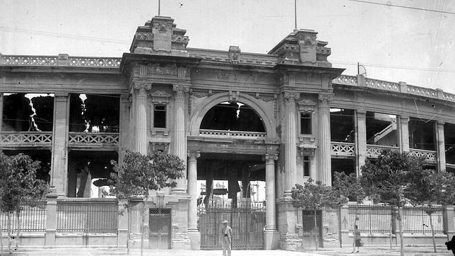 Fachada principal de la desaparecida Plaza Monumental de Sevilla, en el barrio de San Bernardo. (FOTO: Fototeca Municipal de Sevilla)