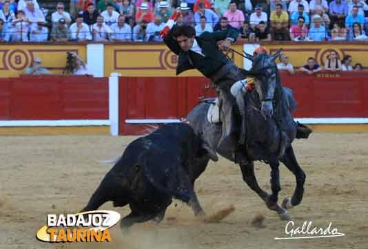 Diego Ventura en su actuación en Badajoz esta tarde. (FOTO: Gallardo/badajoztaurina.com)
