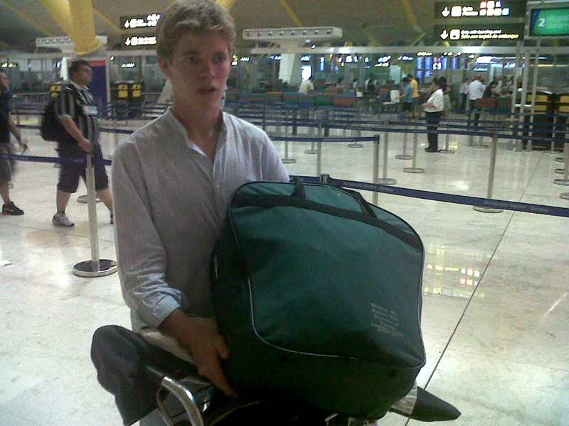 Borja Jiménez partiendo desde España hacia México para debutar el domingo con picadores.