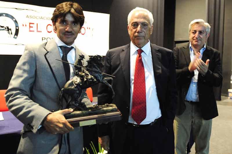 Diego Ventura recoge el premio al 'Mejor rejoneador' de la Feria de Valladolid 2011.