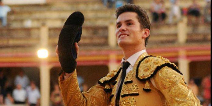 Daniel Luque, a hombros esta tarde en Cuenca. (FOTO: mundotoro.com)