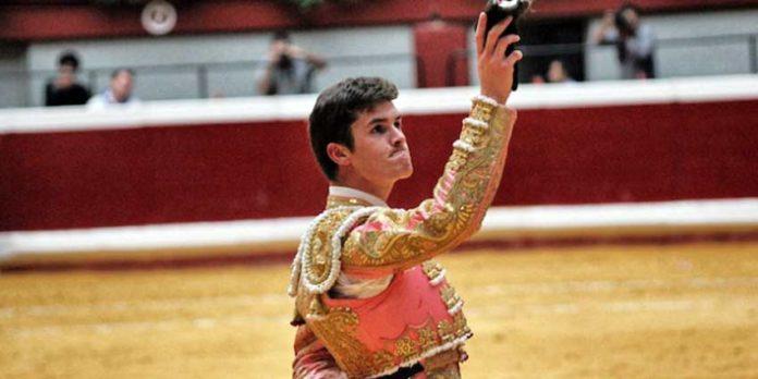 Daniel Luque con una de las orejas ganadas en San Sebastián.
