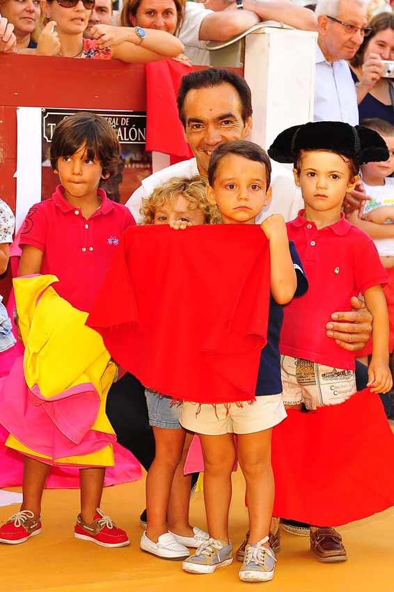 El Cid, rodeado de niños aficionados.