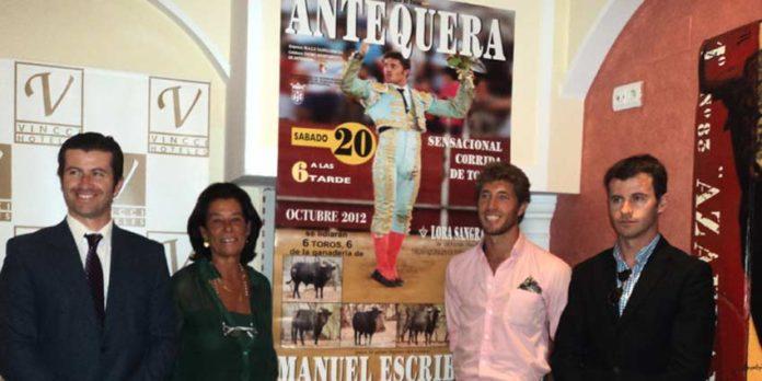 Los empresarios y la ganadera junto a Manuel Escribano. (FOTO Javier Martínez)