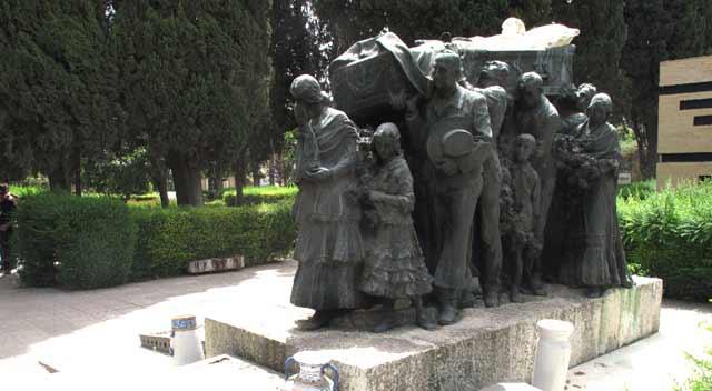 Uno de los lugares que se visitará el 29 de septiembre será el impactante mausoleo en memoria de Joselito en el cementerio de Sevilla.