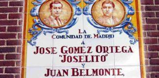 Azulejo inaugurado en la plaza de Las Ventas en recuerdo de Joselito y Belmonte.