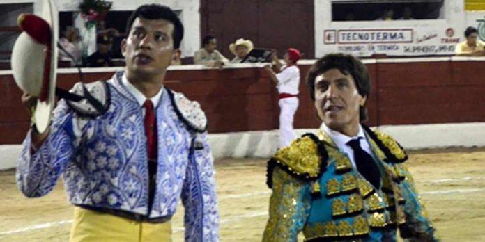 Antonio Barrera junto a su picador en Mërida (México). (FOTO: suertematador.com)
