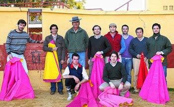 Aficionados práctcos de Utrera en la ganadería del Conde de la Maza.