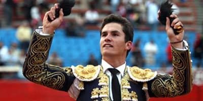 Daniel Luque con las dos orejas en México. (FOTO: J.A.Sainos)