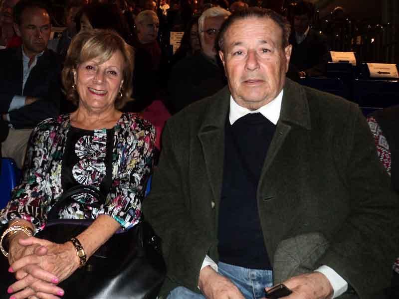 Martina Blatiere, presidente de la Tertulia Taurina 'Los 13', y el torero Alfonso Ordóñez.