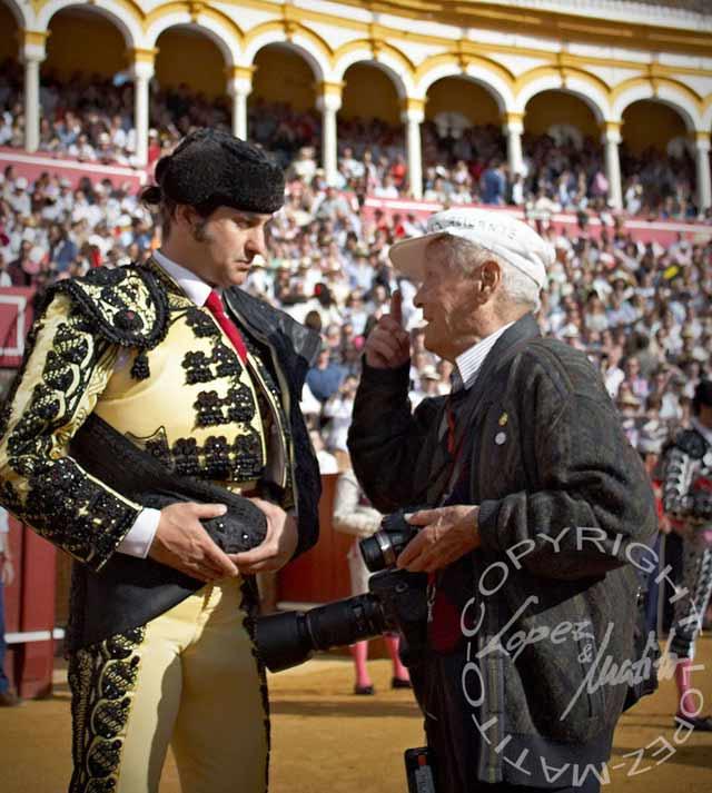 Morante y Paco Cano, justo antes del paseíllo en la Maestranza la pasada Feria de Abril. (FOTO: lopez-matito.com)