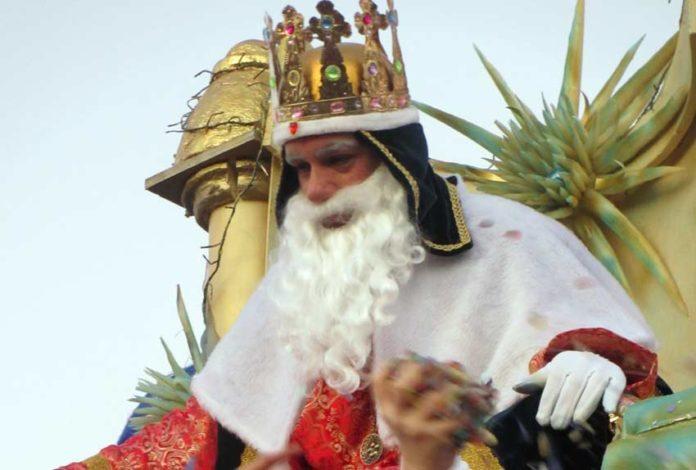 El periodista taurino sevillano Francisco Mateos, Rey Melchor en Aznalcóllar (Sevilla).