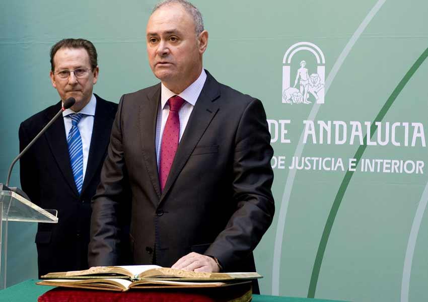 Los actuales responsables de la Junta de Andalucia en materia taurina: al fondo, el consejero de Justicia, Emilio de Llera; delante, su director general, José Antonio Varela.