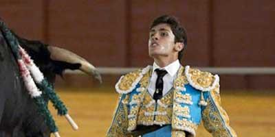 El novillero Alejandro Pavón es uno de los tres sevillanos clasificados. (FOTO: lopez-matito.com)