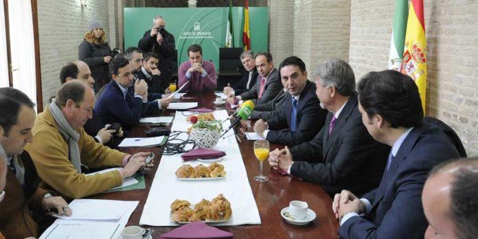 El delegado de la Junta en Sevilla, Javier Fernández, presenta el resumen estadístico de la temporada 2012 en la provincia sevilllana.