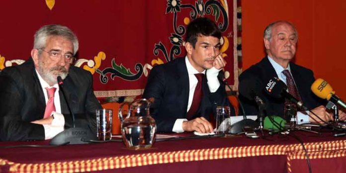 Eduardo Canorea, Manzanares y Ramón Valencia, con gestos muy serios. (FOTOS: Toromedia)