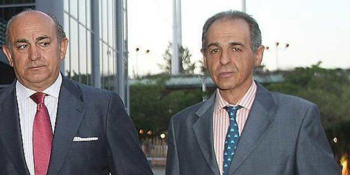 Antonio Tornay, a la derecha, junto a su hermano Manolo. (FOTO: ABC-Sevilla)