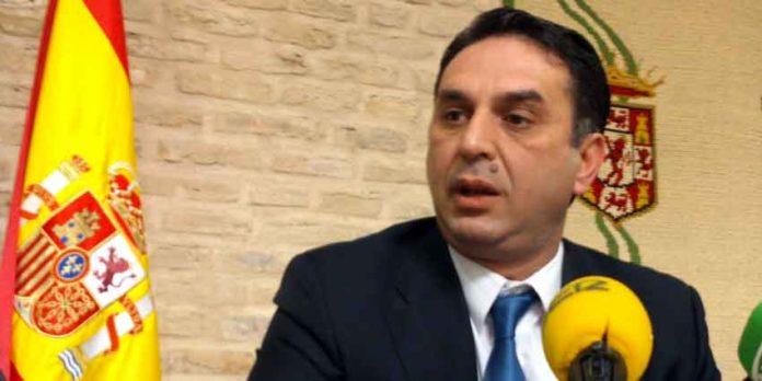 El delegado de la Junta de Andalucía en Sevilla, Javier Fernández. (FOTO: Javier Martínez)