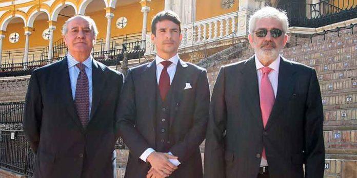 Los empresarios de Sevilla con Manzanares el día de la presentación de los carteles el pasado viernes.