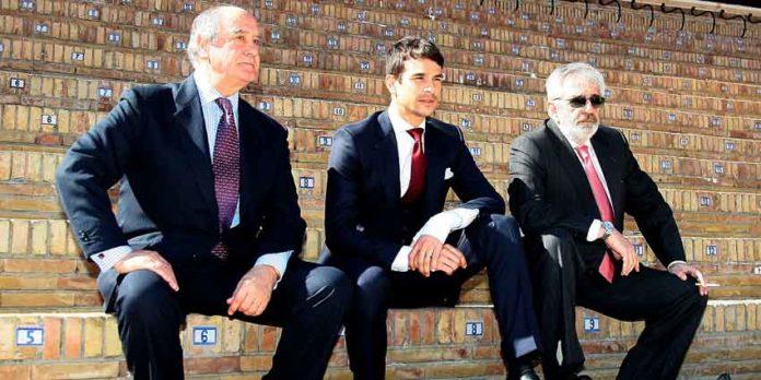 Manzanares ha respaldado hoy en la presentación de los carteles a los empresarios Eduardo Canorea y Ramón Valencia. (FOTO: Toromedia)