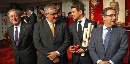El teniente de hermano mayor de la Maestranza, el rector de la Universidad de Sevilla, el diestro Manzanares y el alcalde de Sevilla. (FOTO: Diario de Sevilla)