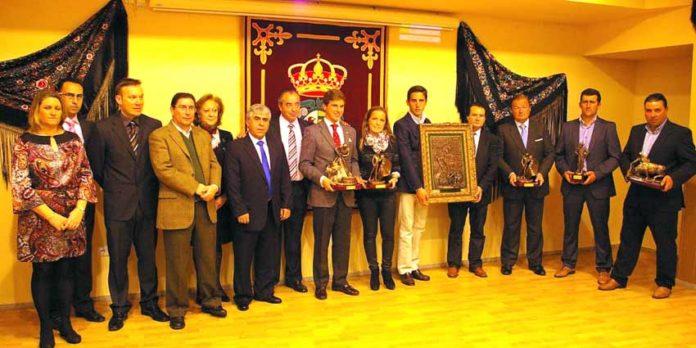 Acto de homenaje a Pepe Luis Vázquez en Villaseca de la Sagra, con asistencia de familiares del maestro sevillano.