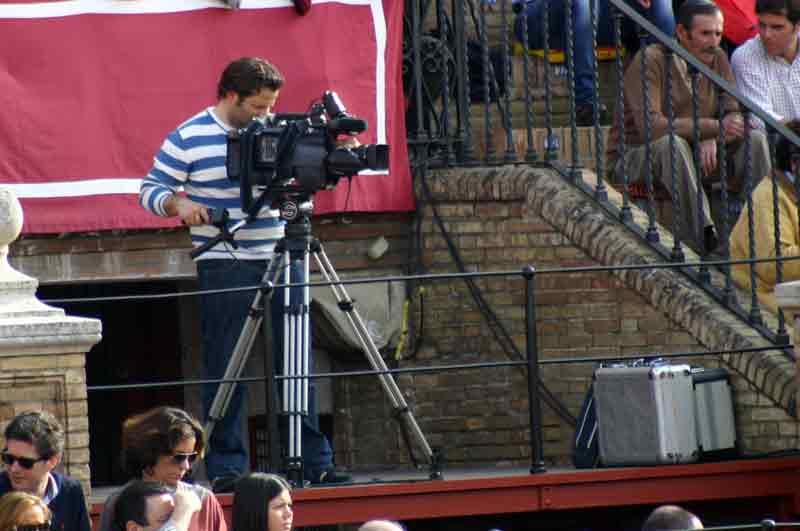 La decisión de no televisar deja una imagen impensable: sólo un cámara en la plataforma de televisión.