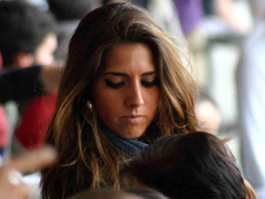 Jóvenes guapas hoy en la Maestranza para ver a los tres novilleros.