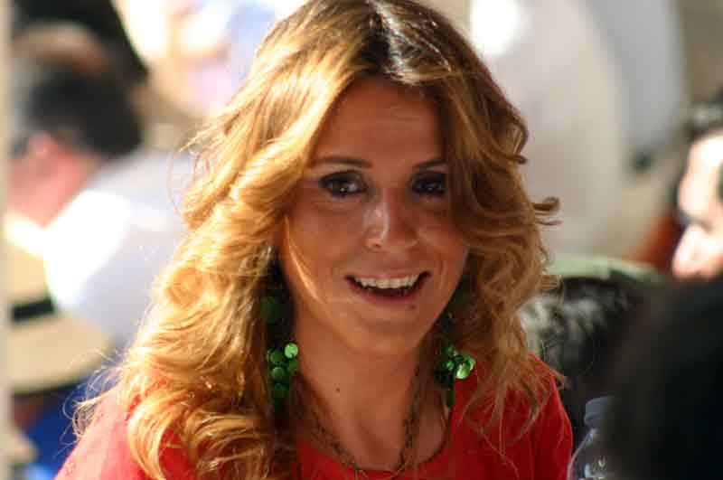 Aunque no hace falta vestirse de flamenca para estar y sentirse guapa.