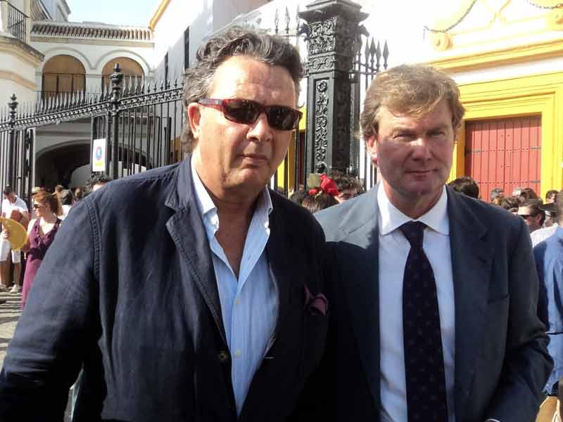 El ganadero Carlos Núñez y el rejoneador Fermín Bohórquez.
