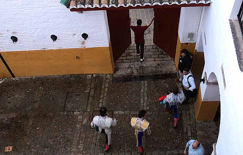 El Cid sale de la plaza.
