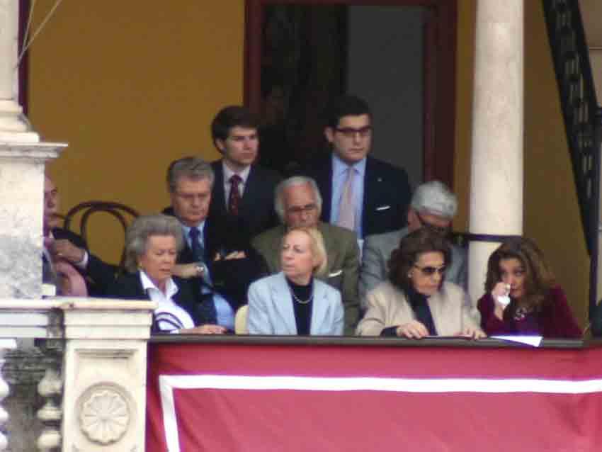 La Escuela de Sevilla y la Tertulia Universitaria, invitada hoy al palco.