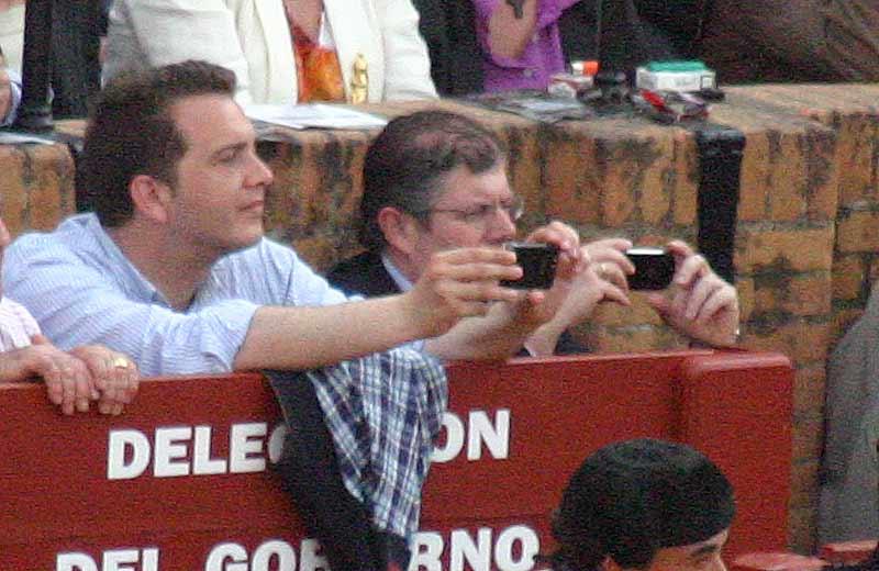 Los dos privilegiados chicos de la Junta de Andalucía jugando a ser fotrógrafos.