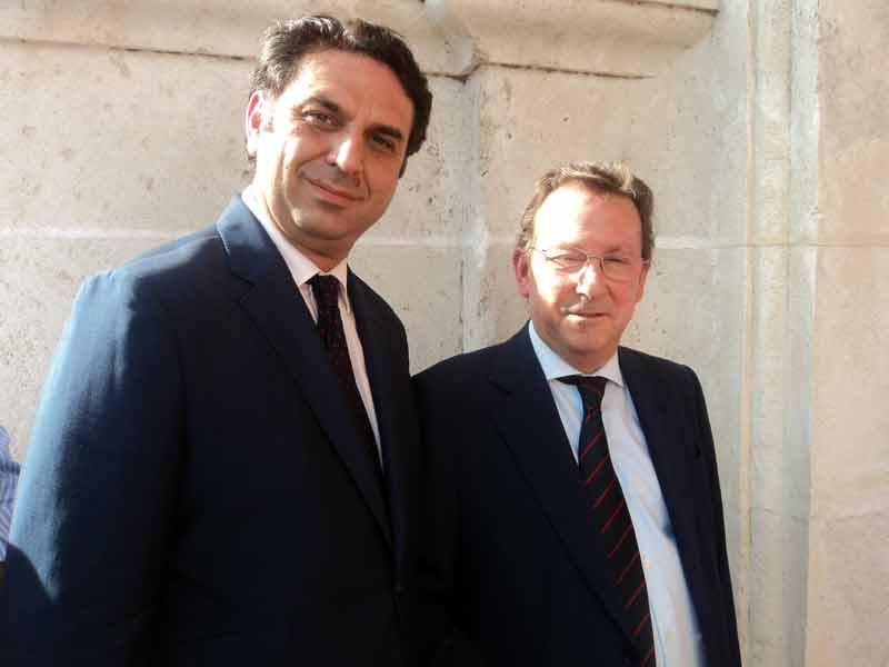 El delegado de la Junta, Javier Fernández, y el consejero de Gobernacióin y Justicia, Emilio de Llera.