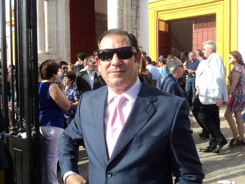 El gtaurino José Luis Cazalla, apoderado de Higares´, Canales y Janeiro.