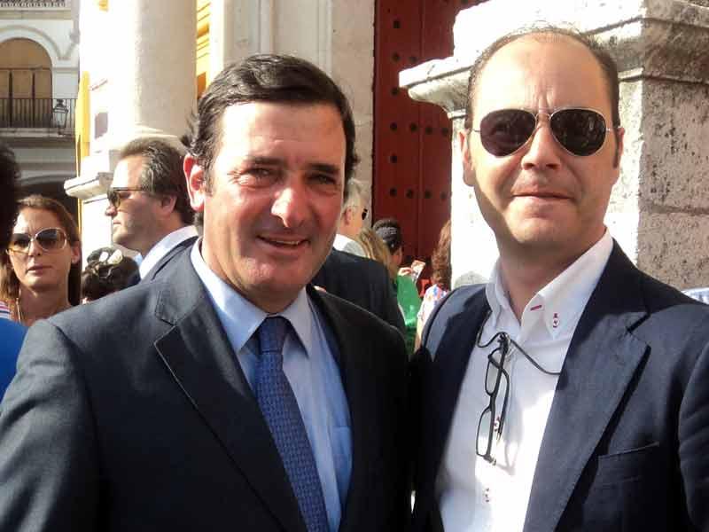 El ganadero Julio de la Puerta y el apoderado Toño Matilla.
