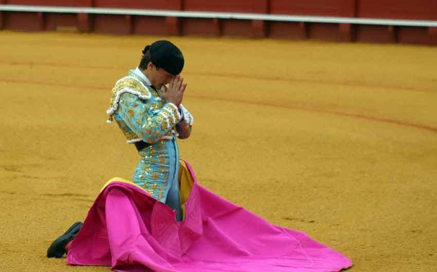 Lama de Góngora rezando.