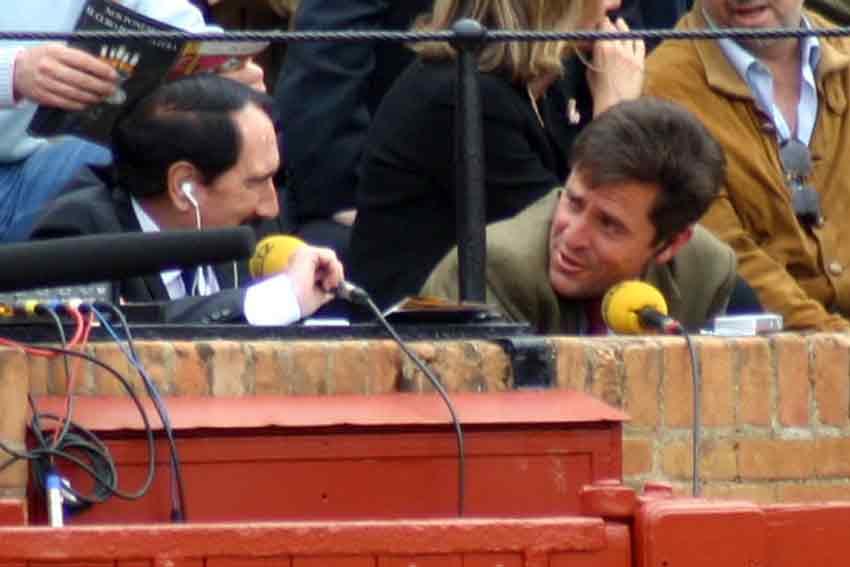 Retransmisión en radio con Manolo Molés y Dávila Miura.