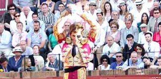 Juan José Padilla en el tercio de banderillas. (FOTO: lopezmatito.com)