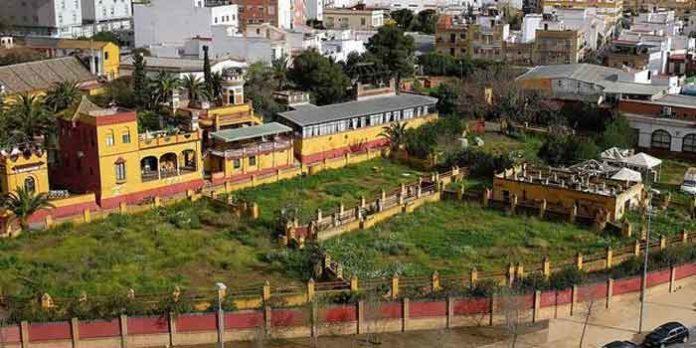 Los abandonados corrales de la Real Venta de Antequera en la actualidad. (FOTO: Jesús Spínola/ABC-Sevilla)