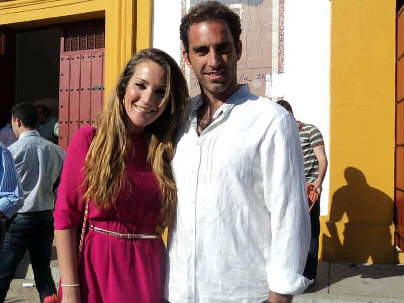El diestro Salvador Cortés y su pareja, la diseñadora Sofía Rivera.