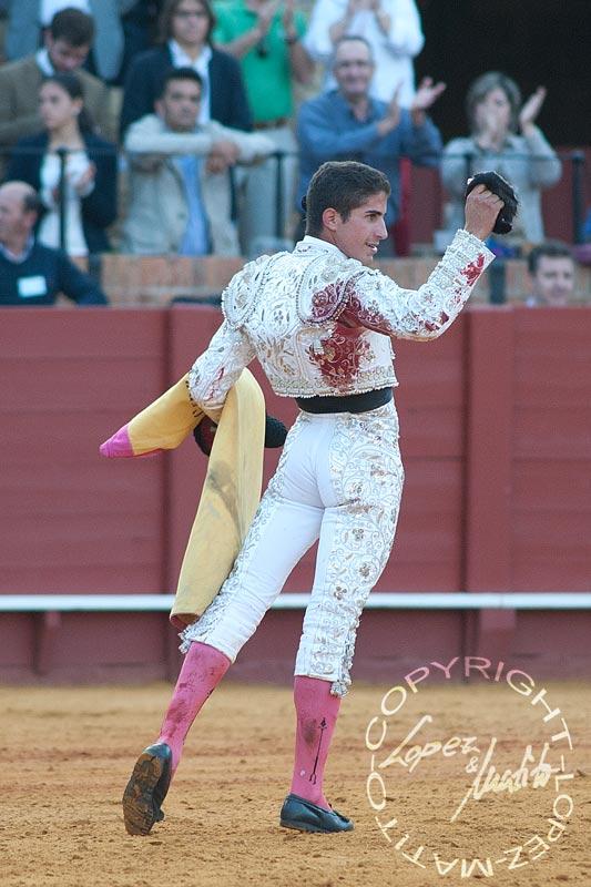 Rafael Cerro, con la oreja del quinto. (FOTO: lopezmatito.com)