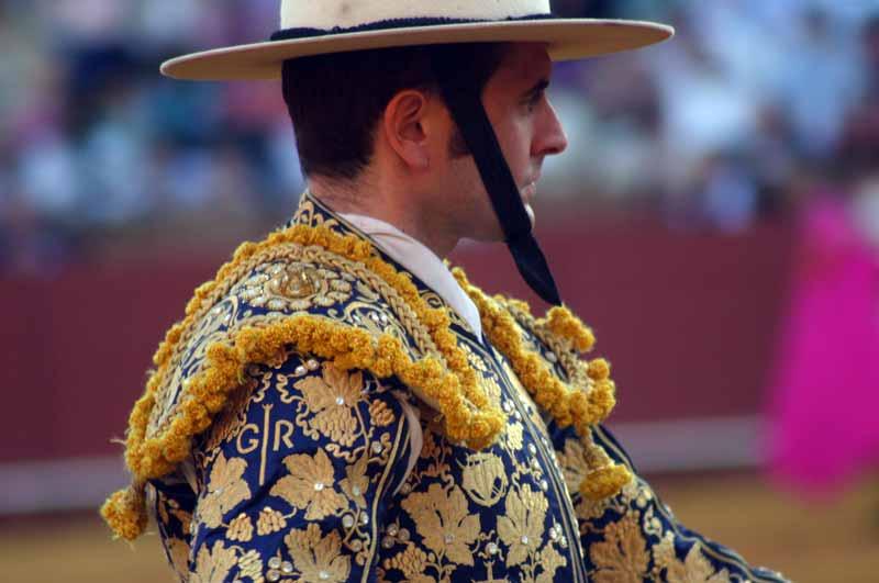 Curiosa chaquetilla del picador Gabin Rehabi, con sus iniciales bordadas.