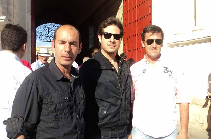El banderillero Santi Acevedo, el picador Rafael Telera y Agustín Marín.
